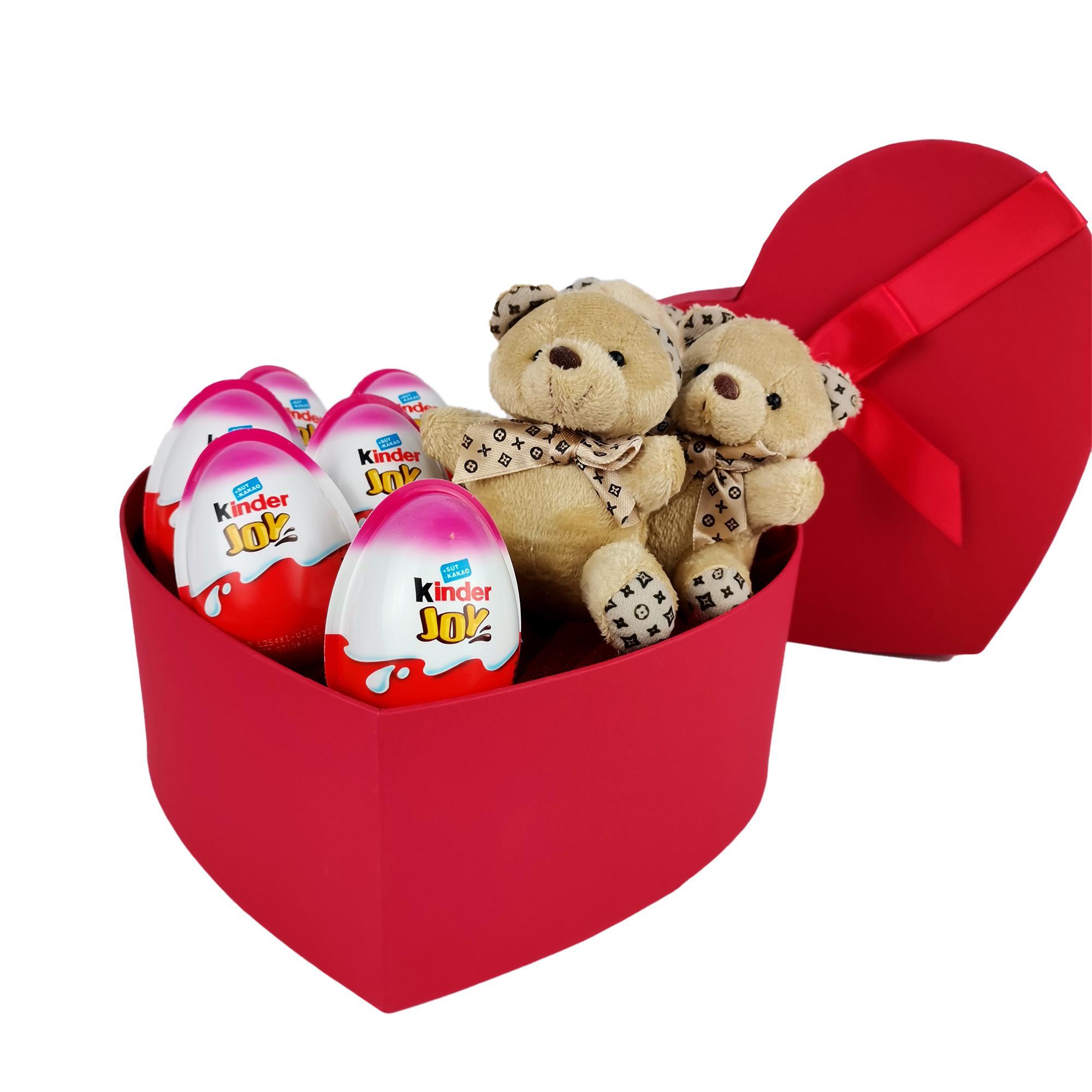 Yılbaşına Özel Kinder ve Ayıcıklı Kalpli Hediye Kutusu